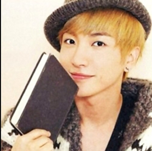 http://sujufemm.files.wordpress.com/2012/04/leeteuk-twitter-update.jpeg?w=538